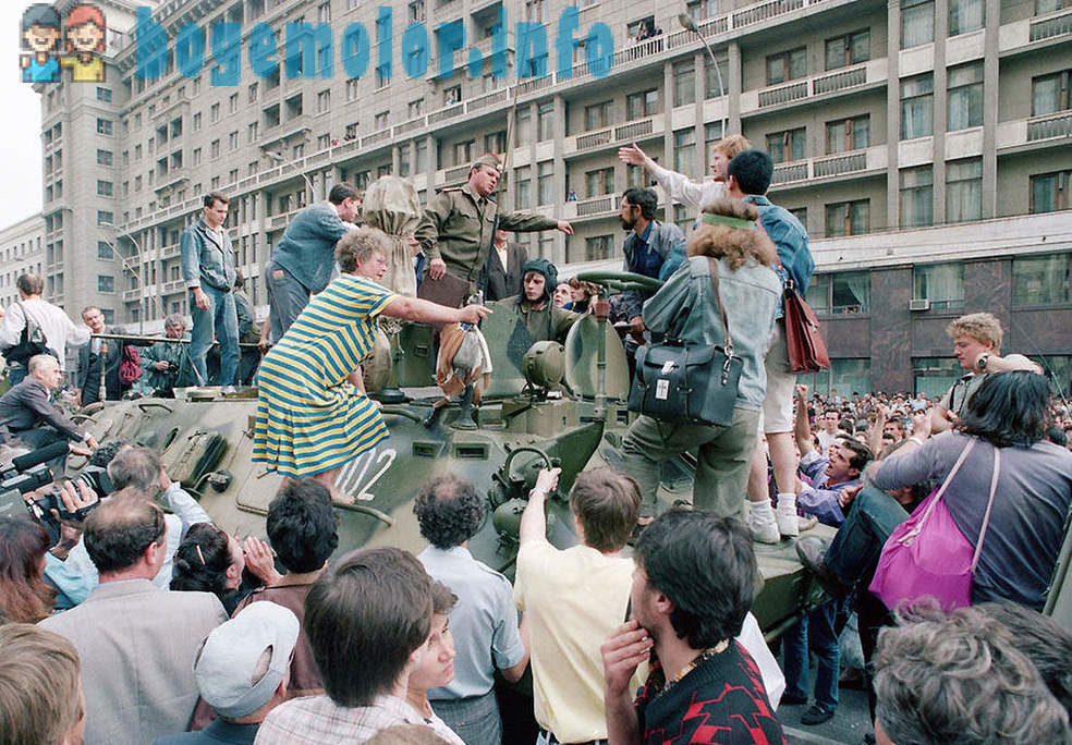 The last months of the Soviet Union in photos