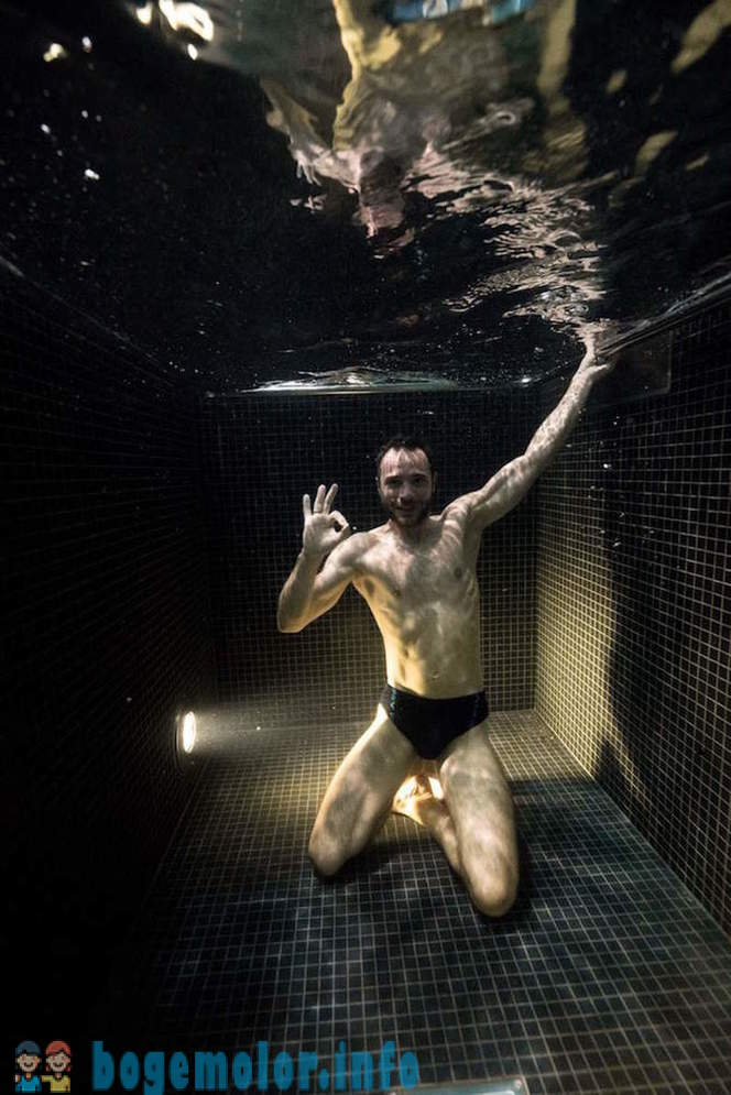 Underwater portraits of people nyrnuvshih in ice water pool